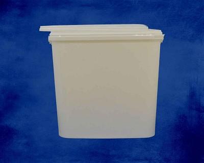 11 Litre white oblong bucket inc. Lid